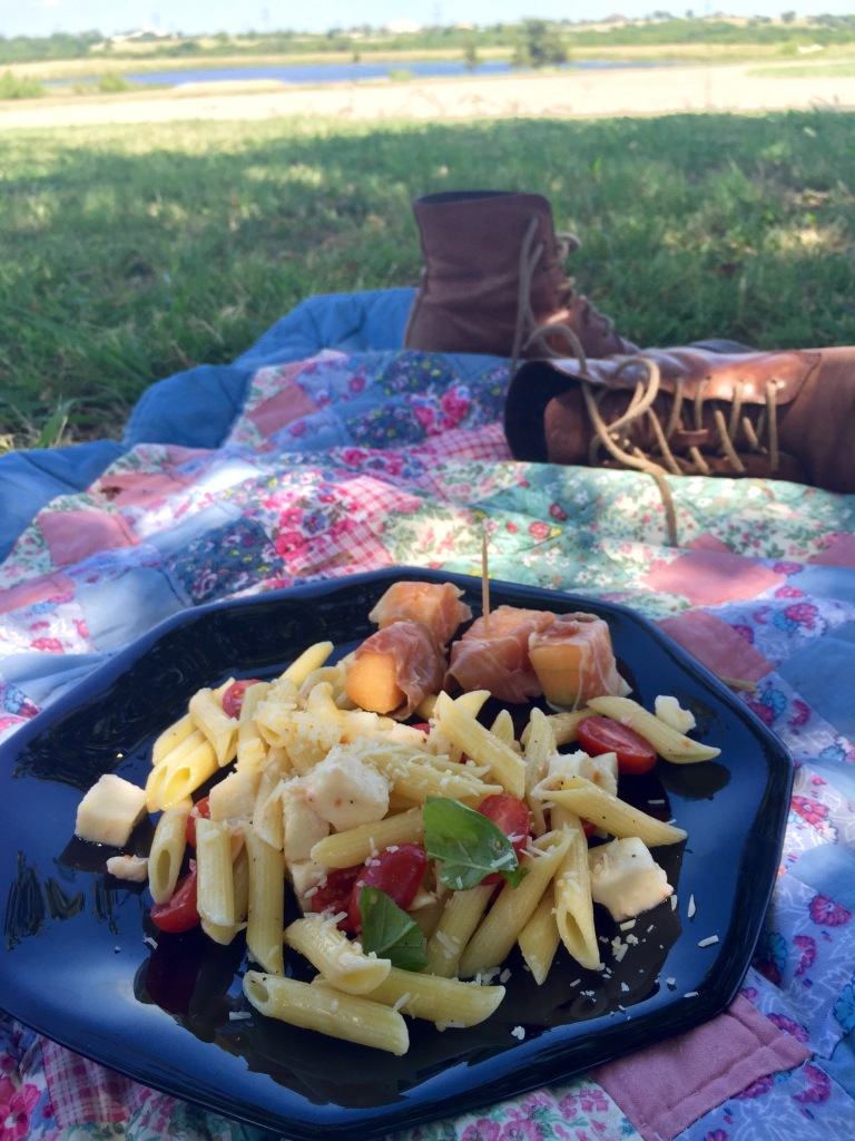 Italian picnic with the horses | the Rose Table