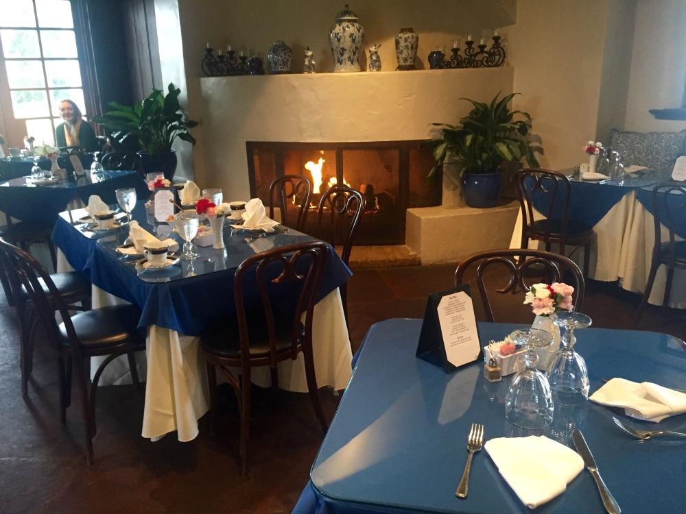 Restaurant DeGolyer at Dallas Arboretum   The Rose Table