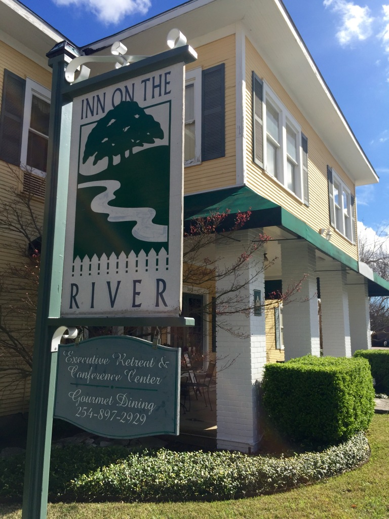 Inn on the River Glen Rose TX| The Rose Table
